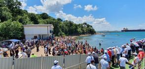 ДПС и плажуващите пяха заедно химна на България (ВИДЕО+СНИМКИ)