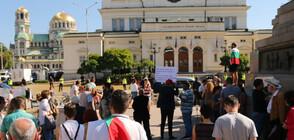 Протестиращи блокираха за кратко движението около парламента (ВИДЕО)