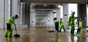 Проливни дъждове отнеха живота на 13 души в Южна Корея (ВИДЕО)