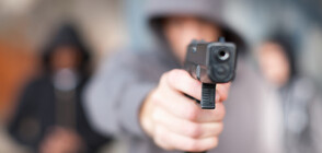 Въоръжен взе заложници във френска банка (ВИДЕО)