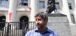 Разпитват Христо Иванов заради червената боя по Съдебната палата