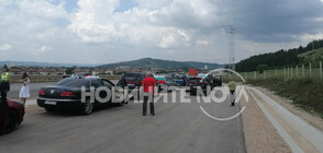 """Протестно автошествие се насочи към """"Калотина"""" (СНИМКИ)"""