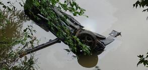 """Кола излетя от 8 метра височина в река """"Струма"""" (СНИМКИ)"""