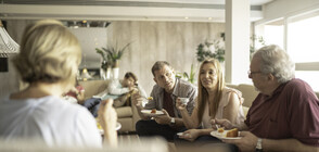 Евростат: Половината млади българи живеят с родителите си