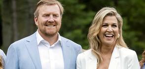 Кралят и кралицата на Нидерландия се извиниха, че са ходили на почивка (ВИДЕО)