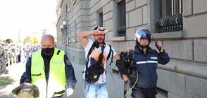 Обгазени на протеста в София, медици оказват помощ на място (ВИДЕО+СНИМКИ)