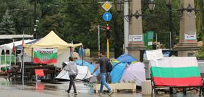 Протестиращи си искат обратно палатките от полицията