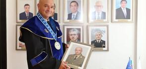 """Ген. Мутафчийски стана """"Доктор хонорис кауза"""" на военноморското училище (СНИМКИ)"""