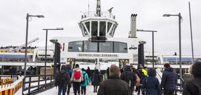 Ферибот заседна в Балтийско море (СНИМКИ)