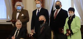 Президентът удостои творци и учени с държавни отличия