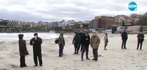Протест в Созопол срещу изграждането на защитни диги на плажа