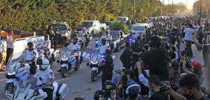 Десетки хиляди изпратиха Марадона в последния му път (ВИДЕО+СНИМКИ)