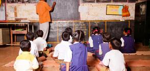Учител от Индия спечели награда от $1 милион, сподели половината