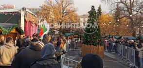 Протестиращи нахлуха на Немския коледен базар (ВИДЕО+СНИМКИ)