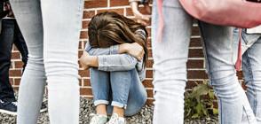 Бой между момичета и стрелба в училищен двор (ВИДЕО)