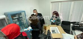 Ваксините срещу COVID-19 пристигнаха и в Бургас (СНИМКИ)