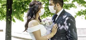 Звездните двойки, които отложиха сватбите си заради пандемията (ГАЛЕРИЯ)
