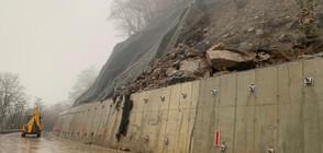 Пътят към Рилския манастир остава затворен поне до спиране на валежите
