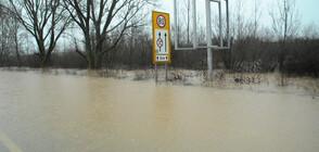 СЛЕД ПОРОИТЕ: Още наводнени села и прекъснати пътища (ОБЗОР)