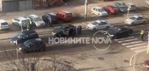 Кола блъсна майка и дете на пешеходна пътека в София (СНИМКИ)
