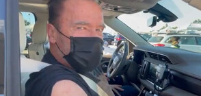 """Терминаторът"" Шварценегер се имунизира срещу COVID-19 (ВИДЕО)"