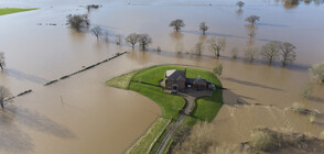 """Наводнения и хаос във Великобритания заради бурята """"Кристоф"""" (ВИДЕО+СНИМКИ)"""