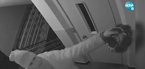 """""""ДРЪЖТЕ КРАДЕЦА"""": Мъж системно обира блок, задига дори прани дрехи"""