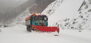 Тежка пътна обстановка заради снега и студа (СНИМКИ)
