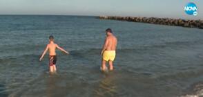 ЕКСТРЕМНО КЪПАНЕ ПРЕЗ ЗИМАТА: 9-годишен се калява в морето (ВИДЕО)