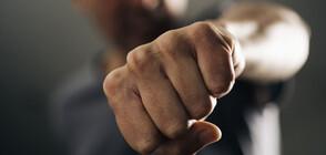 АГРЕСИЯ НА ПЪТЯ: Шофьор се сби с мотористи в София (ВИДЕО)