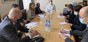 Марияна Николова: Осигурени са всички необходими предпазни и дезинфекционни средства за изборния ден