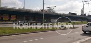 Бус се преобърна на кръговото на 4 км в София (СНИМКИ)