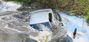 Кола падна в река Лева край Враца (ВИДЕО)