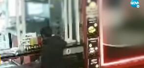 """""""Дръжте крадеца"""": Мъж задигна кутия за събиране на средства за болна жена"""