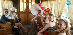 Танцьори, жонгльори и клоуни с шоу в зеления ретро трамвай в София (ВИДЕО)