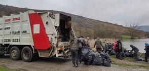 """Напълниха цял камион с отпадъци от района на язовир """"Пчелина"""""""