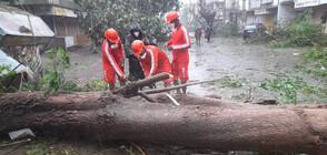 127 души са в неизвестност край бреговете на Индия заради циклон (ВИДЕО+СНИМКИ)