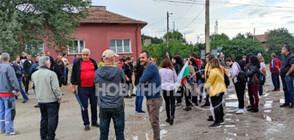 """Протестиращи затвориха пътя за """"Калотина"""" (СНИМКИ)"""