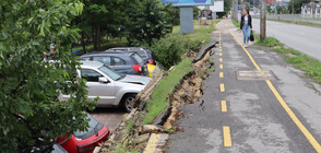 Велоалея пропадна, смачка паркирани коли (СНИМКИ)