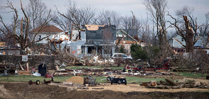 Ранени и разрушени къщи при торнадо в Чикаго (СНИМКИ+ВИДЕО)