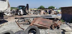 """Събарят незаконни постройки във """"Филиповци"""" (ВИДЕО+СНИМКИ)"""