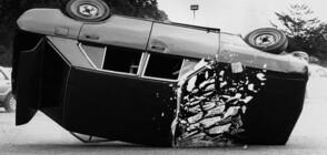 НА КОСЪМ ОТ ТРАГЕДИЯ: Кола се преобърна на метри от пешеходци в Бургас (ВИДЕО)