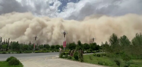 Мощна пясъчна буря в Китай (ВИДЕО)