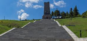 ОПИТ ЗА РЕКОРД: Русенци превзеха стъпалата до връх Шипка на ръце (ВИДЕО)