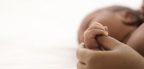 КАТО ВЪВ ФИЛМ: Две момичета са разменени при раждането (ВИДЕО)