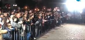 Стотици хора без маски на концерт в Берковица (ВИДЕО)