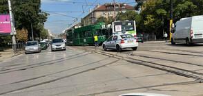 Трамвай и автобус се удариха в София