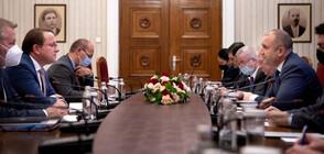 Еврокомисарят по разширяването Оливер Вархеи се срещна с Румен Радев и министъра на вътрешните работи