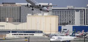 Уволняват неваксинирани служители на United Airlines
