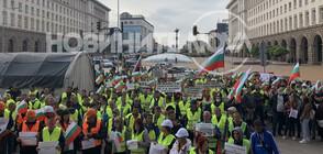 СЛЕД МЕСЕЦИ БЕЗ ЗАПЛАТИ: Пътните строители блокираха 21 града в страната (ВИДЕО+СНИМКИ)
